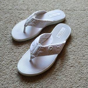 Michael Kors white quilted sandal flip